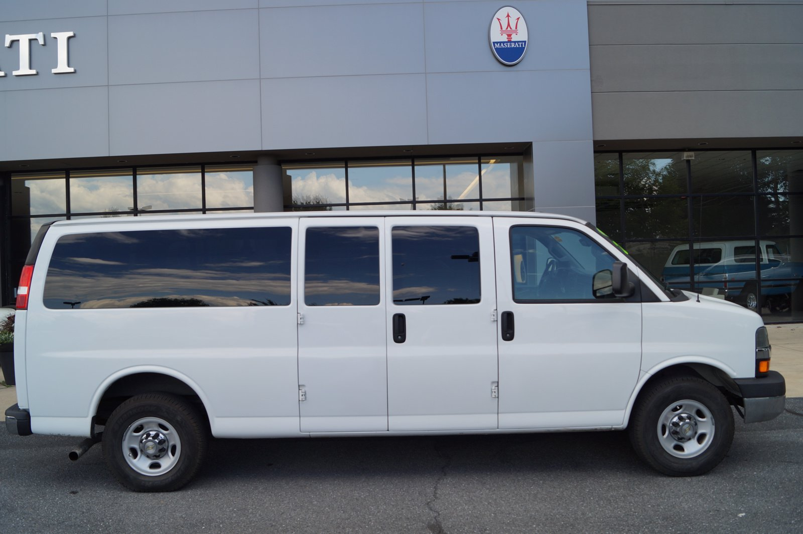 Pre-Owned 2016 Chevrolet Express Passenger LT